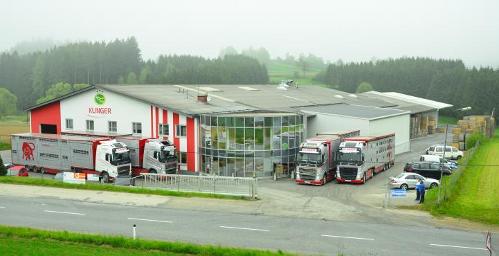 LKWs vor Klinger Firmenzentrale