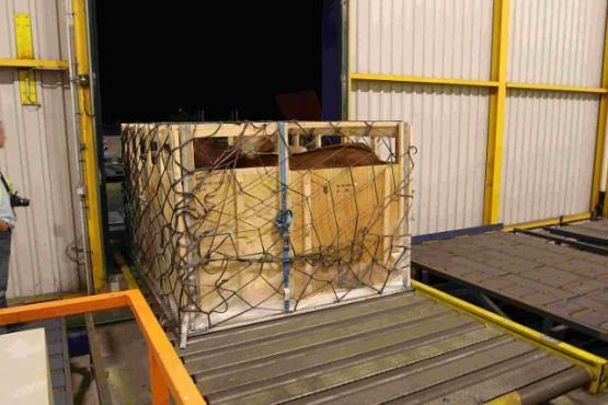 Transportbox auf Förderband