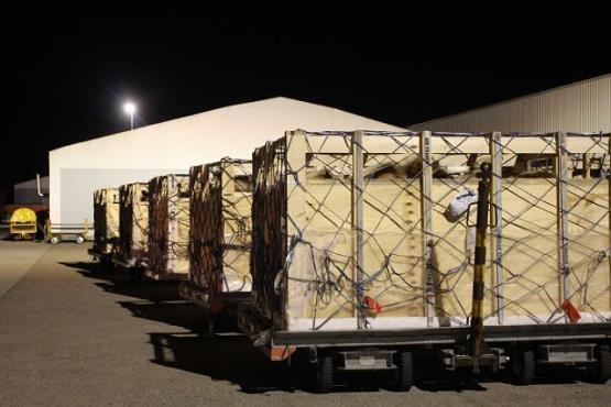 Dovođenje vojnika u zrakoplov u Kazahstan
